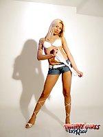 Hot tranny posing & teasing
