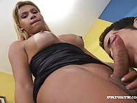Mutual anal pleasure with a skilful tranny girl