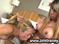 Intense threesome shemale love