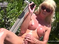 A sexy and oily stroke show