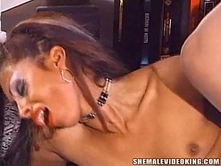 Skilful trans in stockings does her best