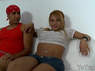 Blonde tranny cant resist to suck cock